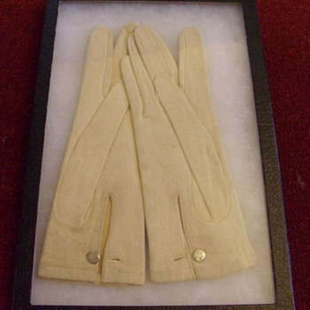 WWII SS Woman's Gloves in Presentation Box NEW Never Worn