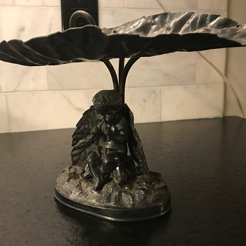 What do you call this type of piece? A centerpiece? Dish?  - Silver