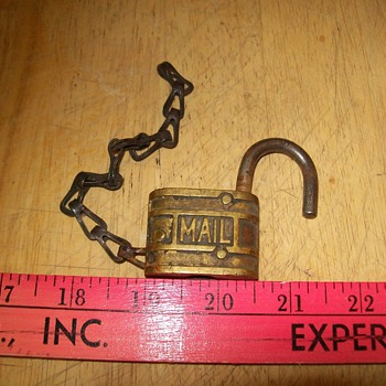 Brass key lock - Tools and Hardware