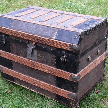 "1880's+  30"" Alligator Beveled Flat Top Trunk - Furniture"