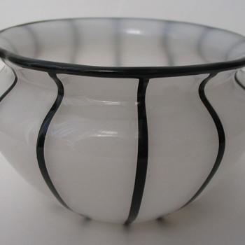 MICHAEL POWOLNY LOETZ BOWL - Art Glass