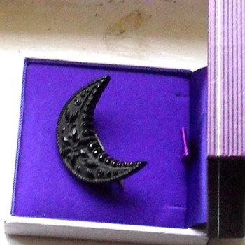 VICTORIAN WHITBY JET CRESCENT CARVED BROOCH - Fine Jewelry