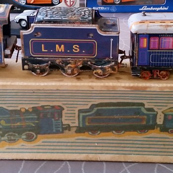 Dinky Toys N ° 438 box with a tin train set with mechanical clockwork - Model Trains