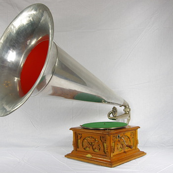 G&T Deluxe 1904 with huge Aluminium horn