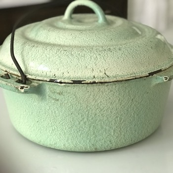 Enamelware Dutch Oven - Kitchen