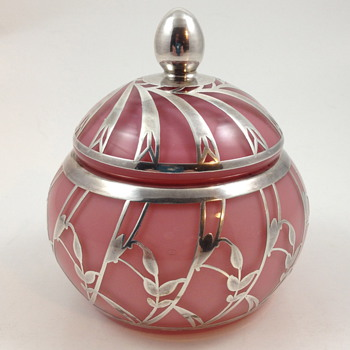 Josephinenhütte small covered box w/silver overlay - Alexander Pfohl design, ca. 1927 - Art Glass