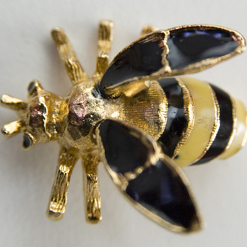 Vintage Enamel Bee Pin with Trembler Wings - Costume Jewelry