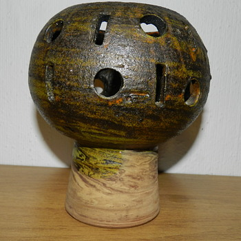Vase or lantern handsigned LH.   Who  create whis item? - Pottery