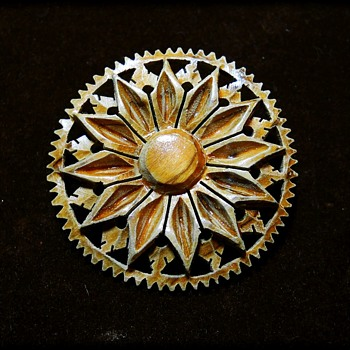 WOODEN BROOCH - Folk Art ?  or Hobby ?? - Costume Jewelry