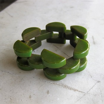 Bakelite link bracelet - Costume Jewelry