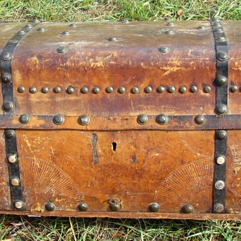 Early 1850's Leather Jenny Lind Trunk - Furniture