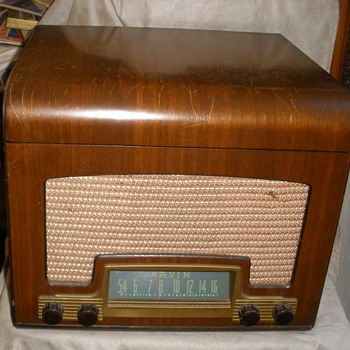 1946 Arvin Tablemodel 558 Radio/Phono Combo.  WORKS!