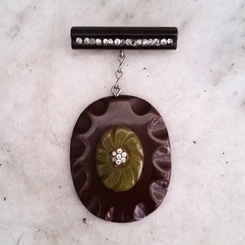 Bakelite pin upcycled from bits and pieces - Costume Jewelry
