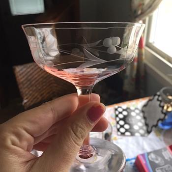 Depression cocktail glasses? - Glassware