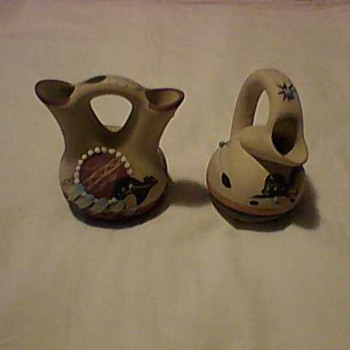 TWO PIECES OF NATIVE AMERICAN ARTISTIC POTTERY - Pottery