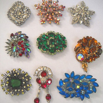 HOLIDAY BLING VINTAGE BROOCHES - Costume Jewelry