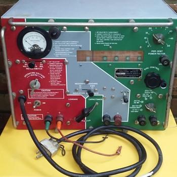 U.S. ARMY SIGNAL CORPS [capacitor] ANALYZER - Electronics