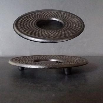 Terumata (?) cast iron Arare nabeshiki (trivet) - Asian