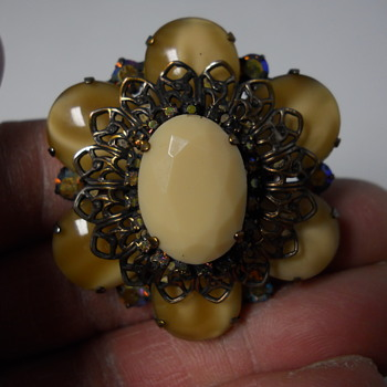 Danny Pollack Brooch, Canadian, Last quarter 20 century. - Costume Jewelry