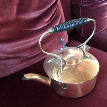 This Tea Kettle Has Me at a Loss - China and Dinnerware