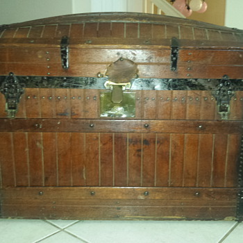 Need help identifying year and maker.  - Furniture