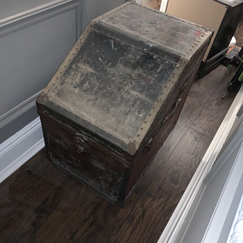 Can Anyone Identify this Trunk? - Bags