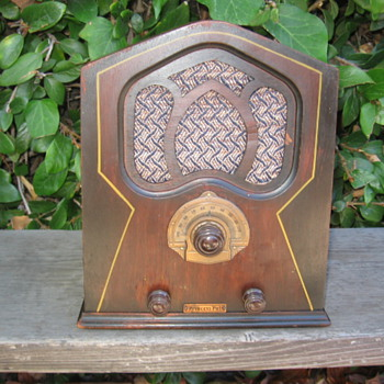 Rare Mini Pee Wee Cathedral Tube Radio Princess Pat 1931