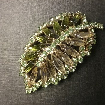 Caviness leaf brooch  - Costume Jewelry