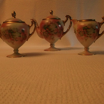 lovely teapot set - China and Dinnerware