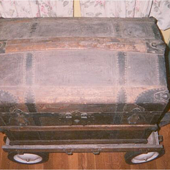 Camelback trunk exterior - Victorian Era