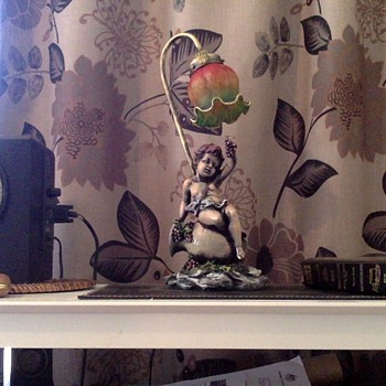 My Little Cherub eating grapes - Figurines
