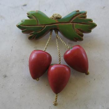 1930-40's wood brooch - strawberries? - Costume Jewelry