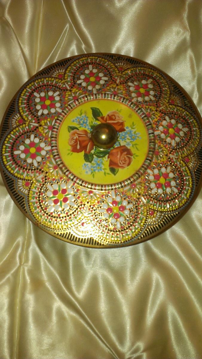Round Floral Tin ENGLAND