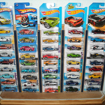 Die Cast Hot Wheels ~ 45 Mustangs on Display - Model Cars