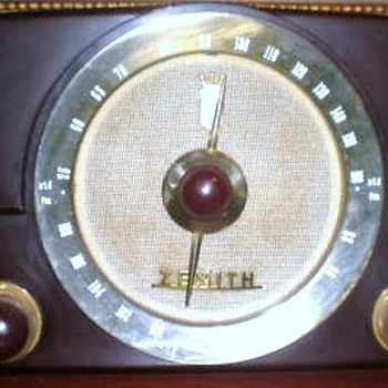 1950 Zenith Model G725 Radio