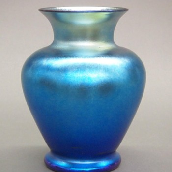 Durand Blue Lustre vase - Art Glass