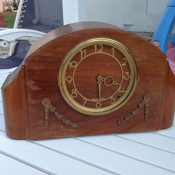 Restored 1940 Southbury Seth Thomas - Clocks