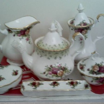 Royal Albert Old Country Roses Teapot with Green accents. - China and Dinnerware