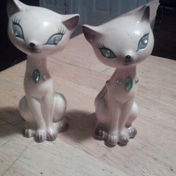cat salt and pepper shaker  - Animals