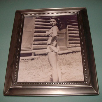 My mom age 18 in 1939 - Photographs