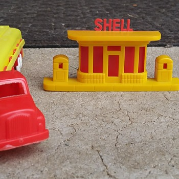 Shell Tanker/Station Toys - Model Cars