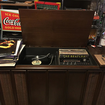 GE console cabinet record player. Help with Identifying!