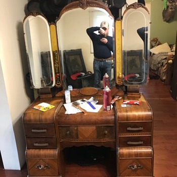 Vintage Waterfall Vanity w/ tri-fold mirror - Furniture