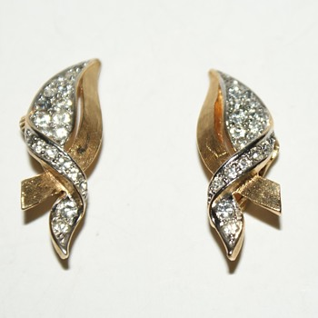 Vintage Numbered Boucher Clip-On Earrings - Costume Jewelry