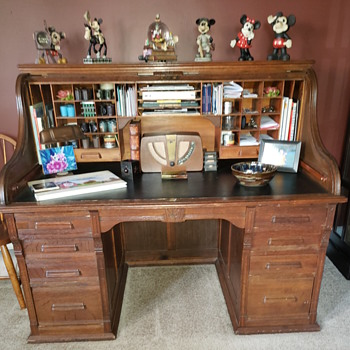 Roll top desk with leather top - Furniture