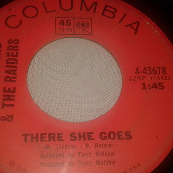 "PAUL REVERE & THE RAIDERS COLUMBIA RECORD 45 RPM ""THERE SHE GOES"" / ""HUNGRY"" Featuring: Mark Lindsay [4-43678] - Records"