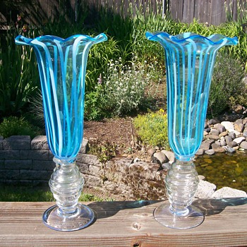 Pair of Opalescent type vases similar yet different, Anyone know about them? - Art Glass