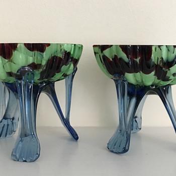 Pair of likely Welz uranium and oxblood pedestal foot bowls - unusual rim
