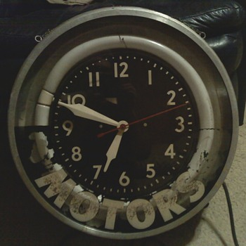 CLOCK MADE BY MODERN CLOCK ADV COMPANY  - Clocks