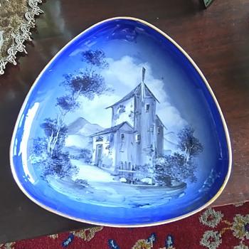 Beautiful porcelain dish - China and Dinnerware